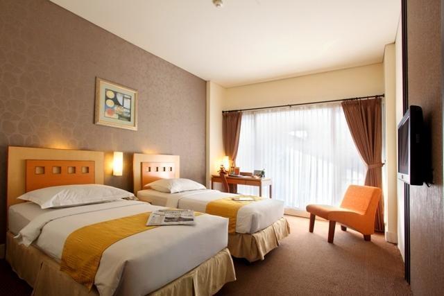 Serela Riau Hotel Bandung - Kamar Tamu