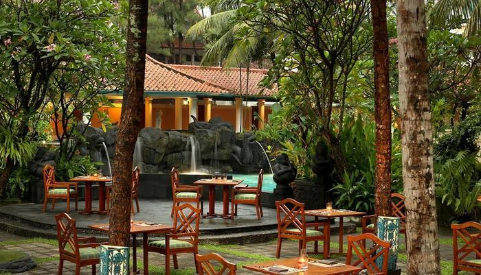 Hotel Melia Purosani Yogyakarta - Parangsari Poolside Restaurant