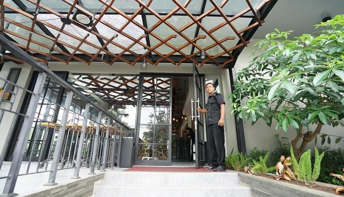 Cleo Hotel Jemursari - Teras hotel