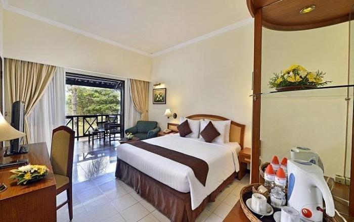 Grand Whiz Hotel Trawas Mojokerto - Kamar