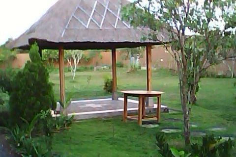 Balangan Garden Bungalow Bali - gazebo di kebun