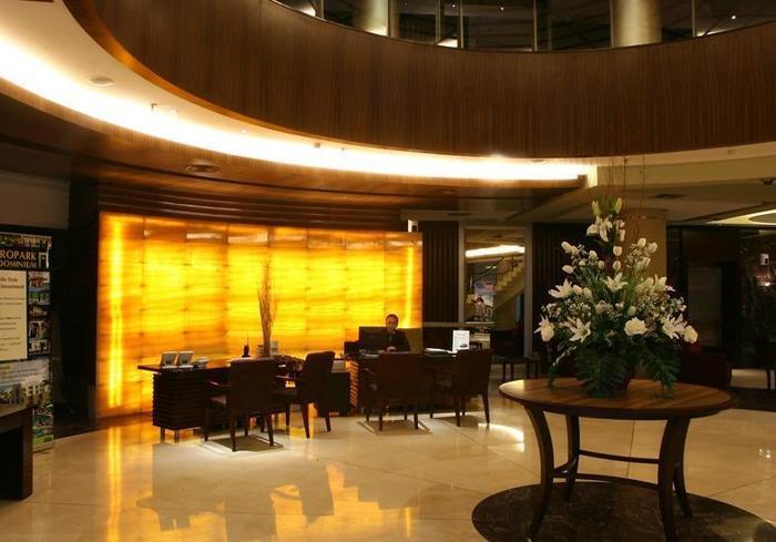 President Executive Club Cikarang - Lobby