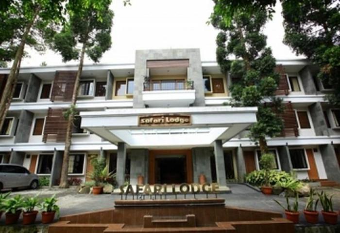 Safari Lodge Cisarua - Hotel Building