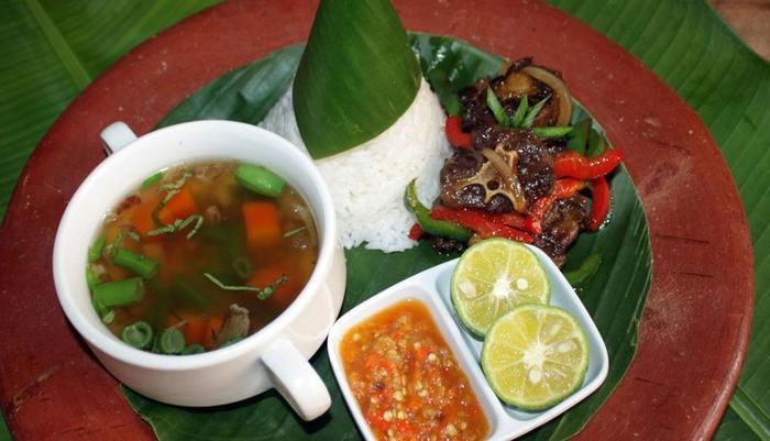 Grand Santhi Hotel Denpasar - soup buntut goreng