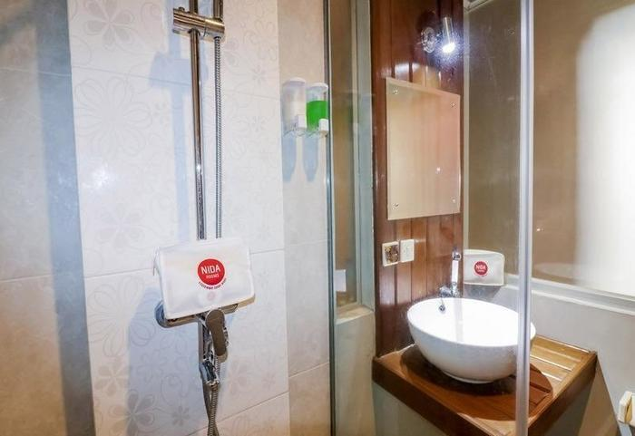 NIDA Rooms Kemetiran Kidul 77 Jogja - Kamar mandi