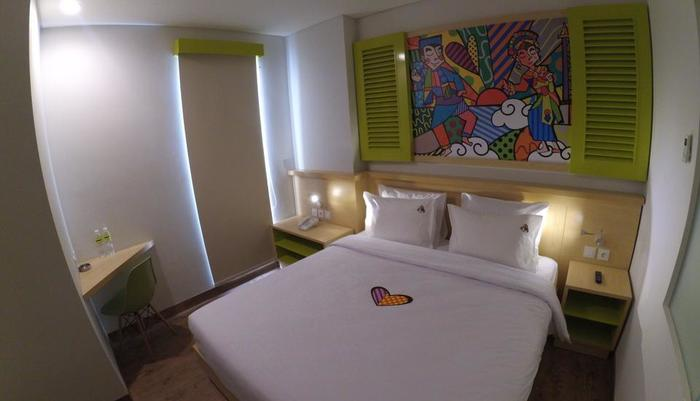 MaxOneHotels at Kramat Jakarta - Happiness Double Bed