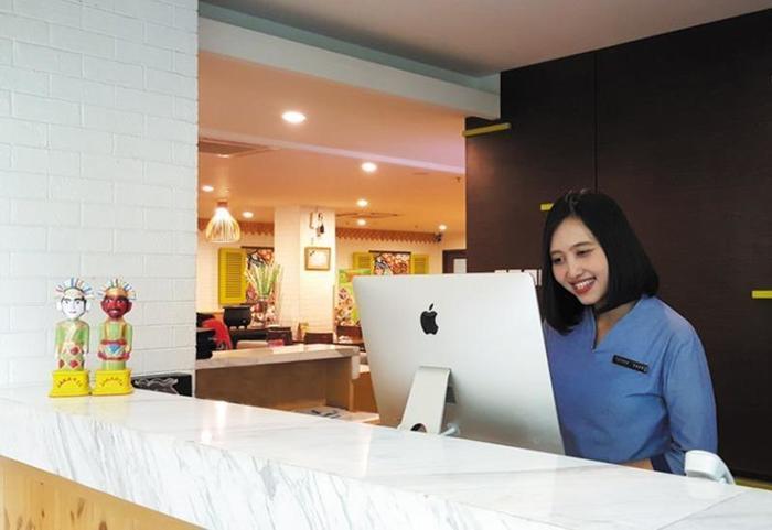 MaxOneHotels at Kramat Jakarta - Front Desk