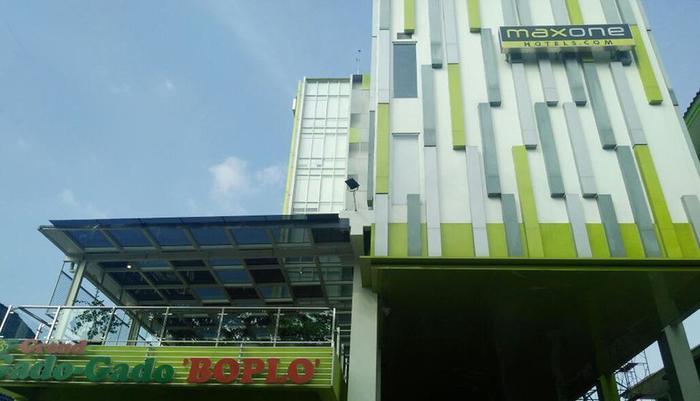 MaxOneHotels at Kramat Jakarta - Facade