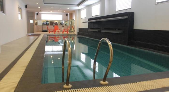 T Hotel Jakarta - Kolam Renang