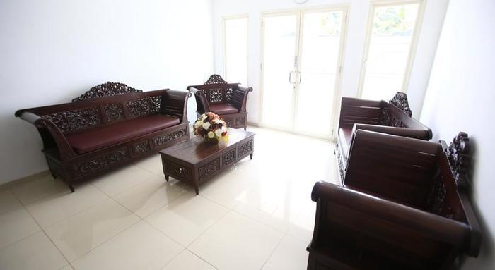 RedDoorz @Jatiwaringin Jakarta - Ruang tamu