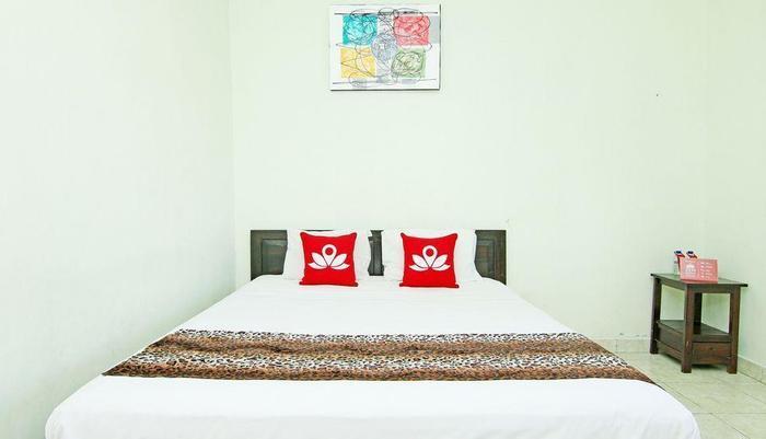 ZenRooms Mataram Kuta - Tampak tempat tidur double