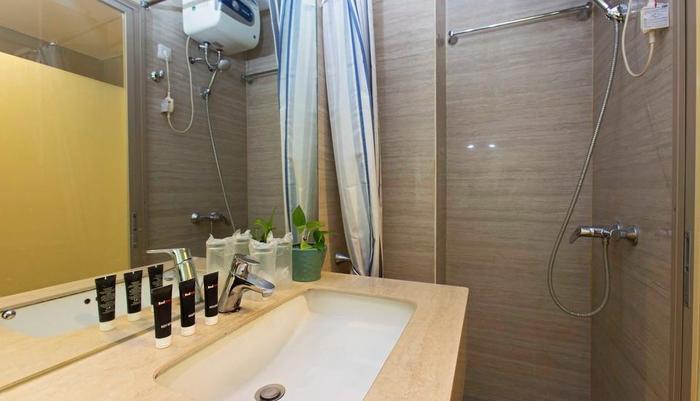 RedDoorz Plus @Kebayoran Baru Jakarta - Kamar mandi