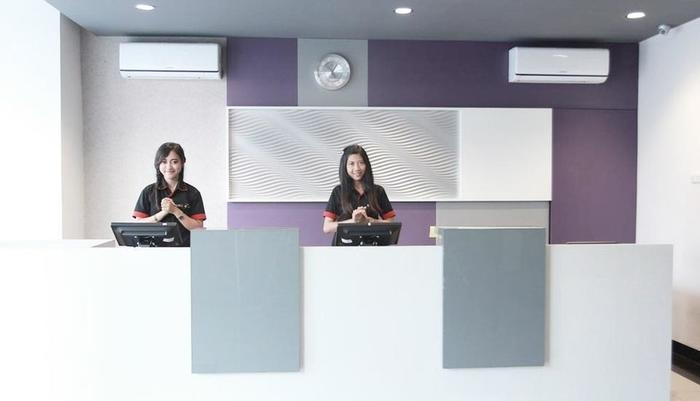 Smile Hotel Cirebon - Reception