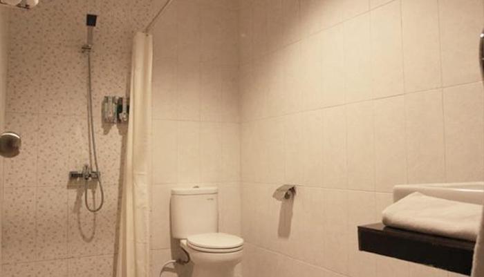 Smile Hotel Cirebon - Bathroom