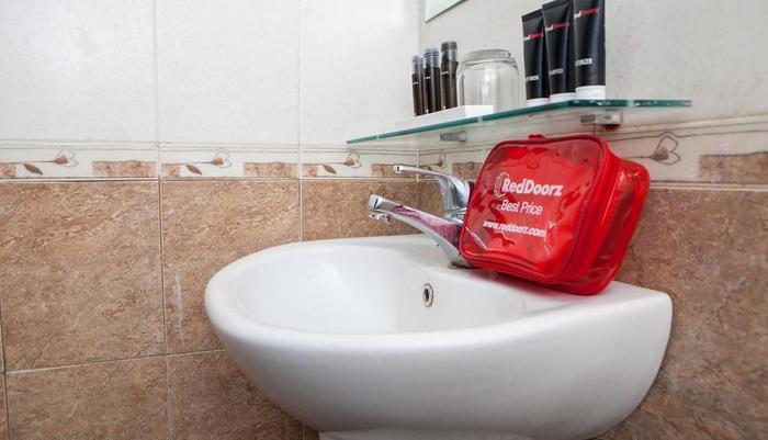RedDoorz @ Buah Batu Bandung - Kamar mandi