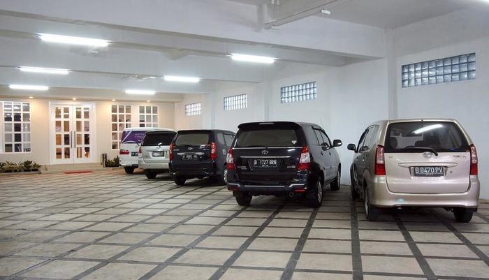 Laxston Hotel Jogja - Pintu Masuk dan Area Parkir