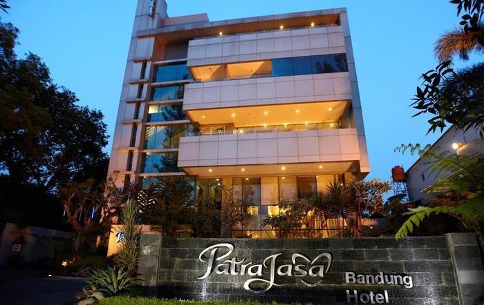 Patra Comfort Bandung - Pintu masuk Hotel