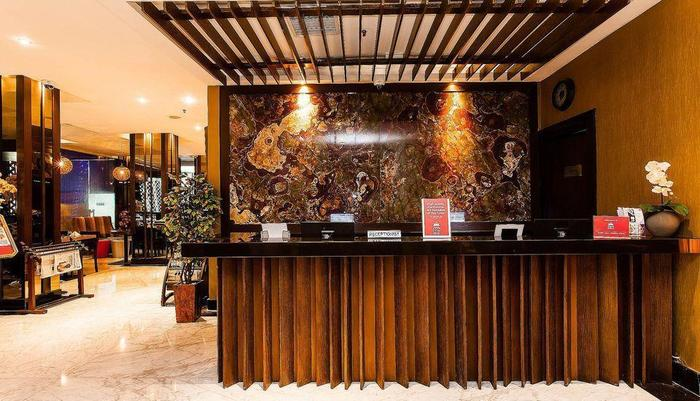 ZEN Premium Blok M Palatehan Jakarta - Resepsionis