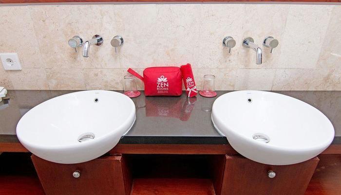 ZEN Rooms Kerobokan Umalas Klecung Bali - kamar mandi