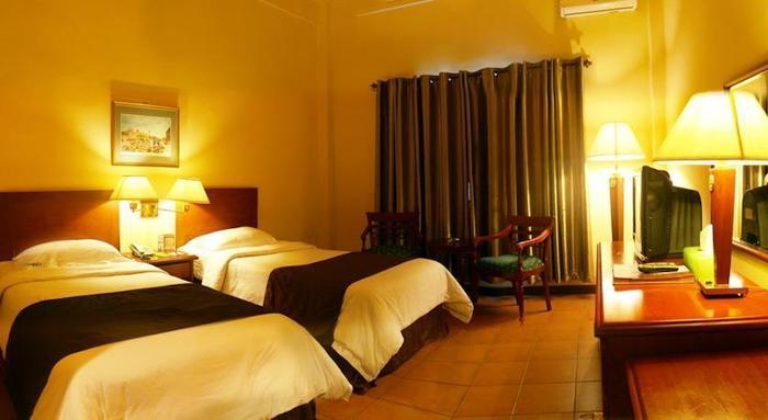 Narita Classic Hotel Surabaya - Rooms1