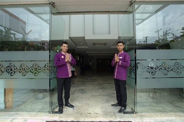 Tjokro Hotel Pekanbaru - belboy