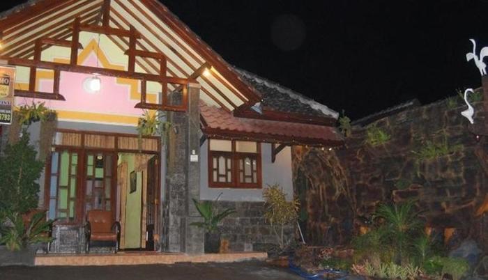 Nama Hotel Homestay Villa Vivi Alamat Jl Panderman No250 Oro Ombo Batu Malang Indonesia 65316Malang Rating Star Murah Bintang 0 Di