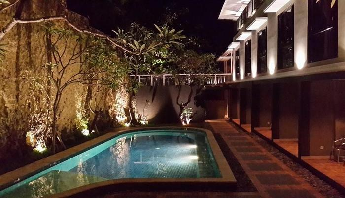21 Lodge Bali - Pool Night