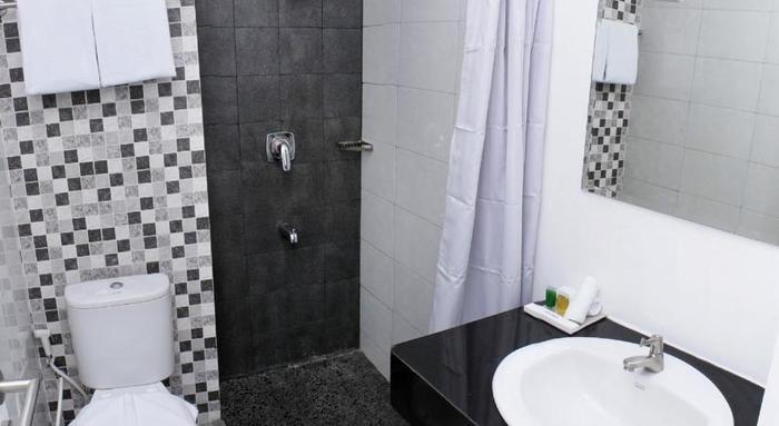 ZenRooms Puri Kedoya - Kamar mandi