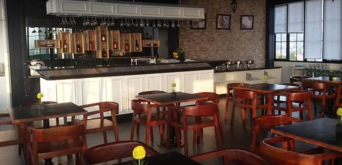 Green Eden Hotel Manado - Bar