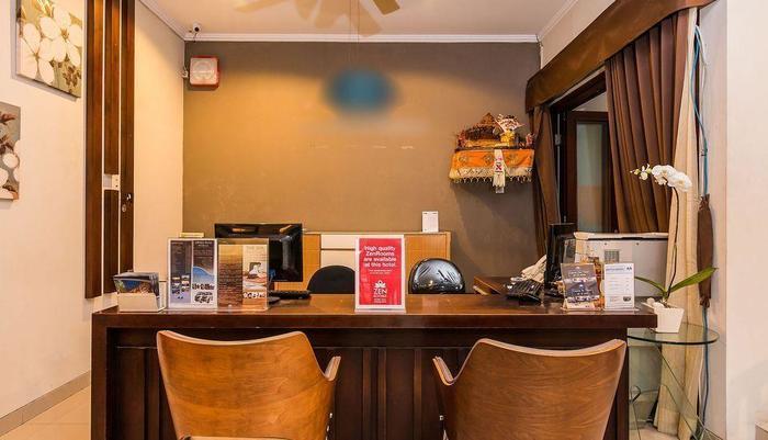 ZEN Premium Kerobokan Seminyak Villa Bali - Resepsionis