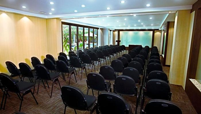 Neo+ Kuta Legian - Neo+ Kuta Legian Meeting Room 3 Theater