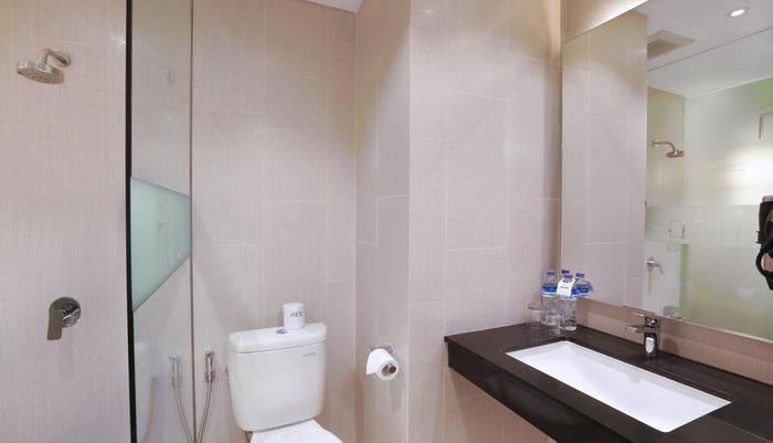 Neo+ Kuta Legian - Neo+ Kuta Legian Bedroom Standard 3 Bathroom