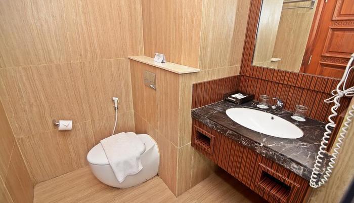 KJ Hotel Yogyakarta Yogyakarta - BATHROOM