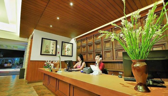 Alron Hotel Kuta - Resepsionis