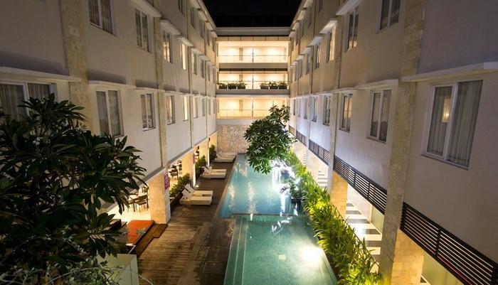 Crystal Kuta - Tampilan Luar Hotel