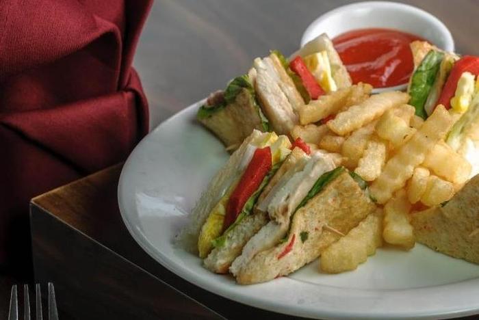 Tree Hotel Makassar - Meal