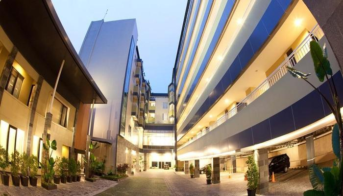 Hotel Grage Jogja - U Shape Exterior Night