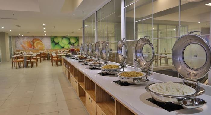 HARRIS Hotel Pontianak - restaurant