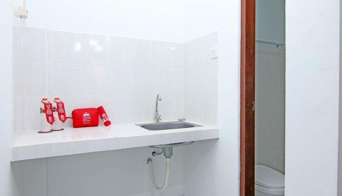 ZenRooms Raya Gelogor Carik Denpasar Bali - wastafel kamar mandi