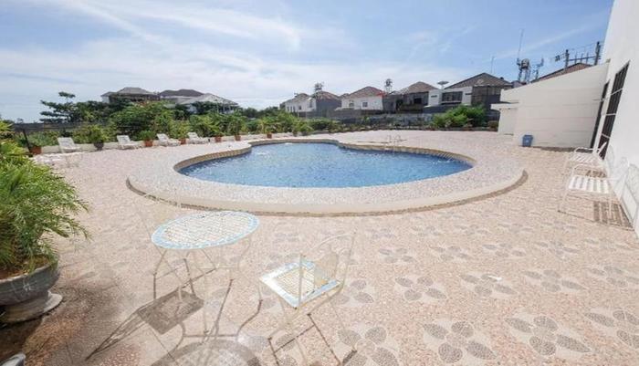 Colonial Hotel Makassar - Pool
