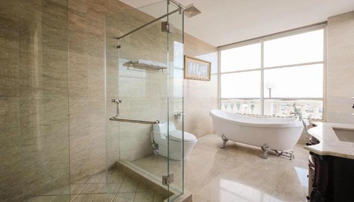 Colonial Hotel Makassar - Bathroom