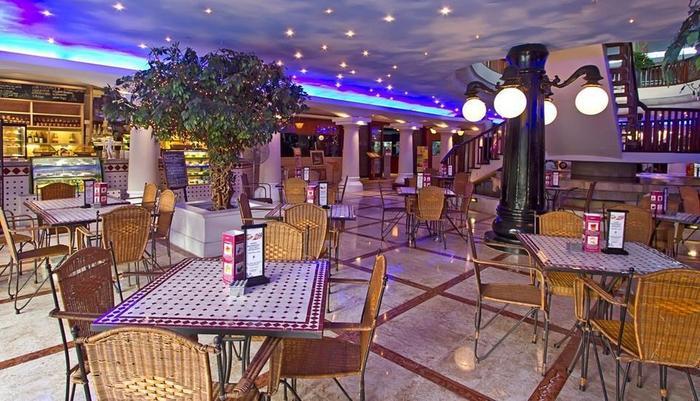 Bali Dynasty Resort Bali - Piazza Cafe