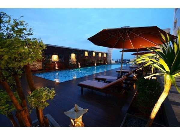 Gumaya Hotel Semarang - Kolam Renang