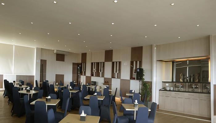 Ion Hotel Padang - Aurorae Restaurant