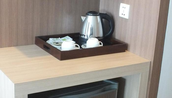 Cavinton Hotel Yogyakarta - MINIBAR