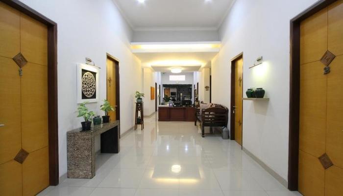 Natura Rumah Singgah Purwokerto - Resepsionis