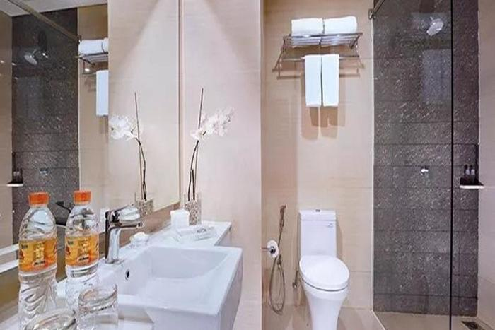 Aston Imperial Bekasi Hotel Bekasi - Kamar mandi
