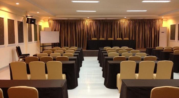 Ramayana Hotel Makassar - Meeting Room