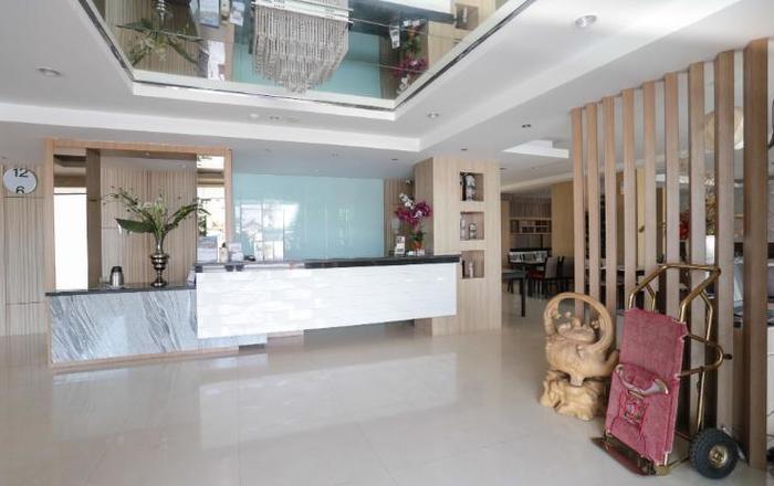 Ramayana Hotel Makassar - Receptionist