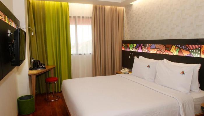 MaxOneHotels at Dharmahusada  Surabaya - Happiness Room